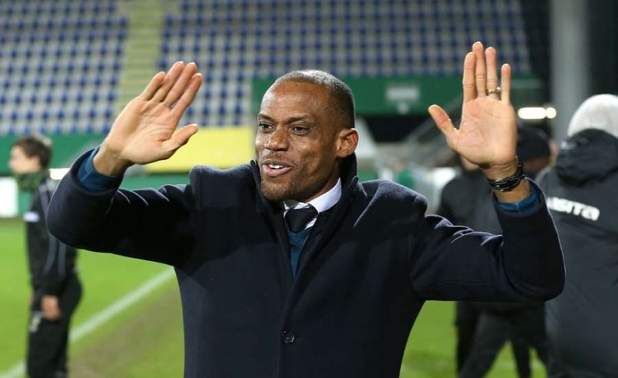 Sunday Oliseh - Oliseh: Local league needs proper attention to better Nigerian football