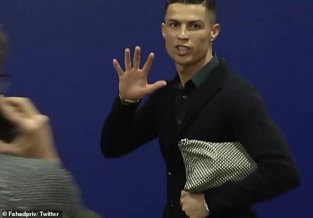 ronaldo five finger - Juve defeat: Angry Ronaldo adopts Mourinho's reaction