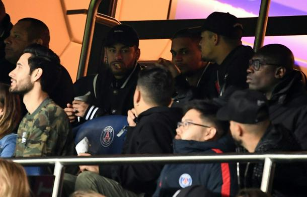 ce5bc159 photo0 610 - 'It's a disgrace': Neymar blasts ref after PSG crash