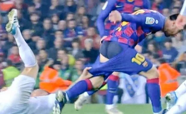 buttocks - Fans react after Kroos pulls down Messi's shorts in El Clasico