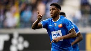 jonathan David - Gent striker urged to wait for Man Utd