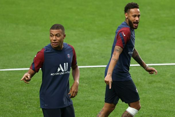 Kylian Mbappe with Neymar at Paris Saint-Germain's training session in Lisbon on Tuesday evening