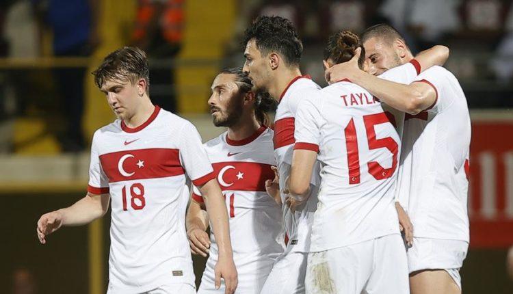 Turkey-210527-Celebrating-G1050