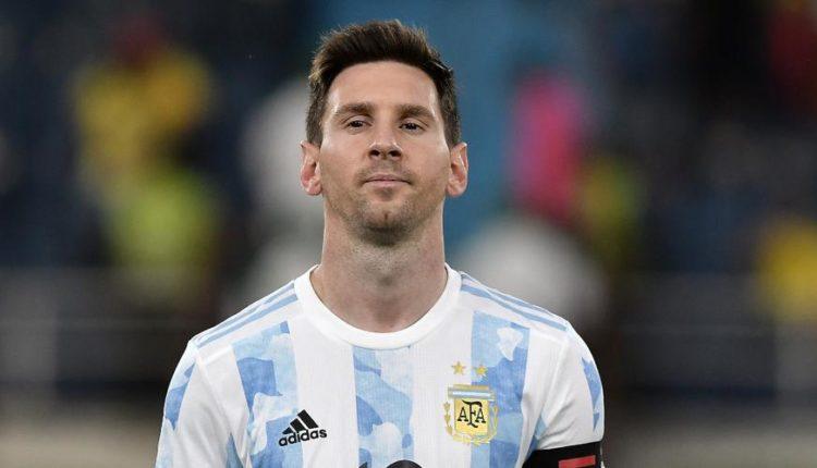 Messi-210609-Posing-G1050