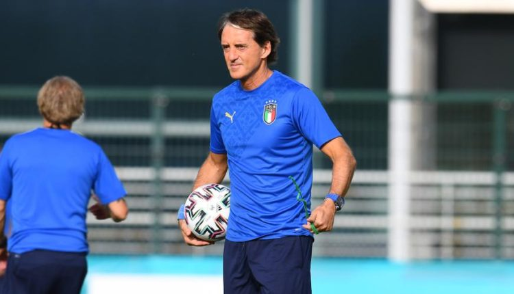 Roberto-Mancini-training-210619G1050