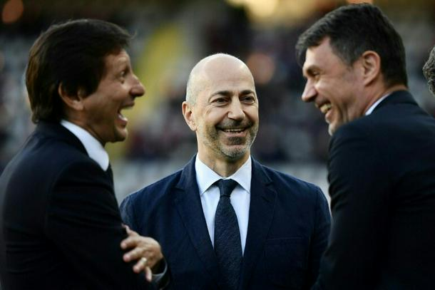 Milan's CEO Ivan Gazidis (C) previously worked with Arsenal.