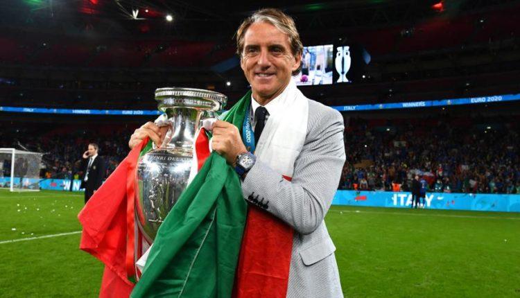 Roberto-Mancini-210711-Trophy-G-1050