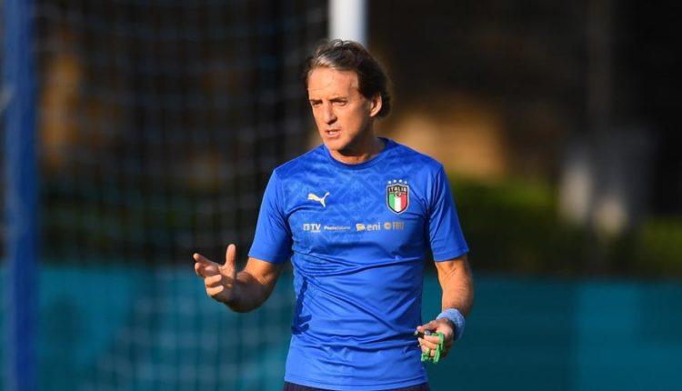 Roberto-Mancini-training-210708G1050