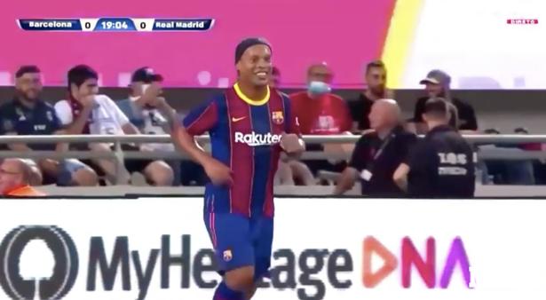 Ronaldinho in Barca shirt