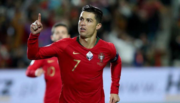 Cristiano-Ronaldo-celebrates-210827G1050