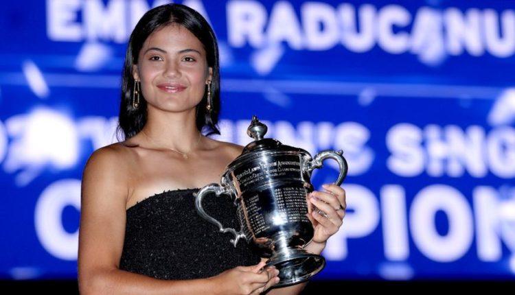 Emma-Raducanu-210912-Trophy-G-1050